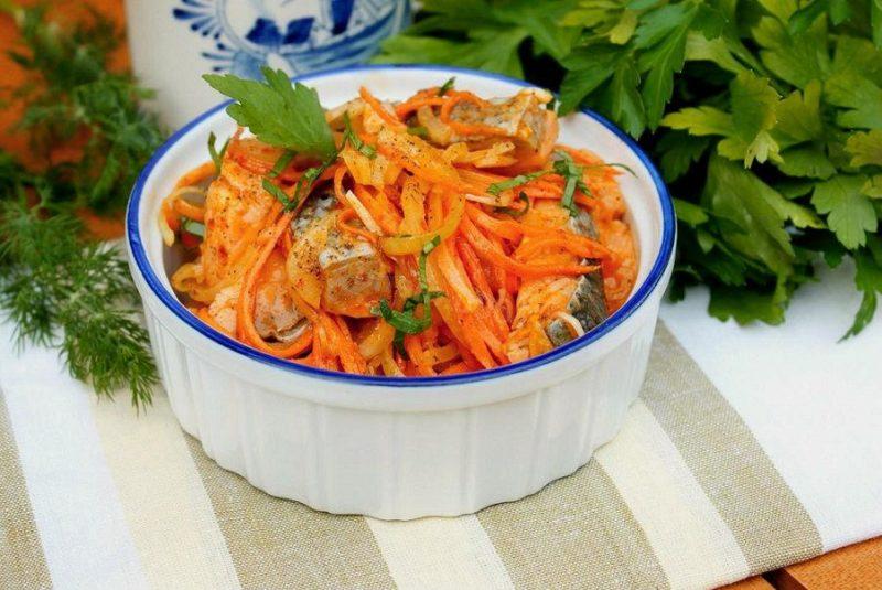 Горбуша с морковью по-корейски