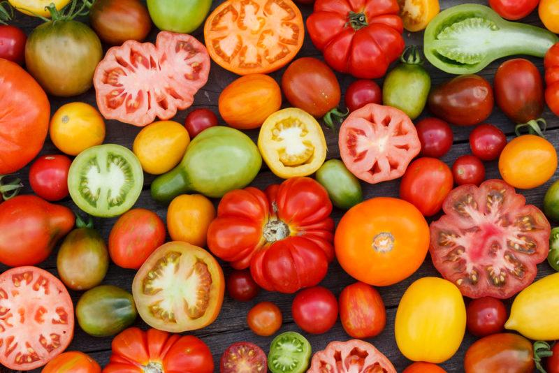 Что нужно удалить у томатов до начала плодоношения