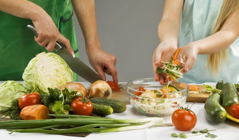 Фаворит домохозяек: салат «Минутный» и секреты приготовления