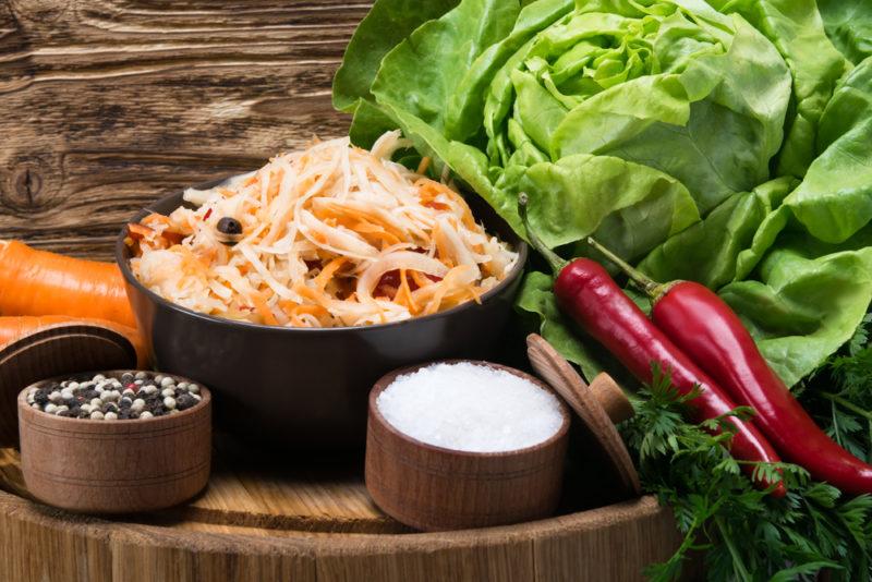 Капуста, заквашенная в ведре: доступные пошаговые рецепты